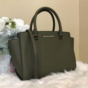 Last one✨Michael Kors medium Selma satchel bag